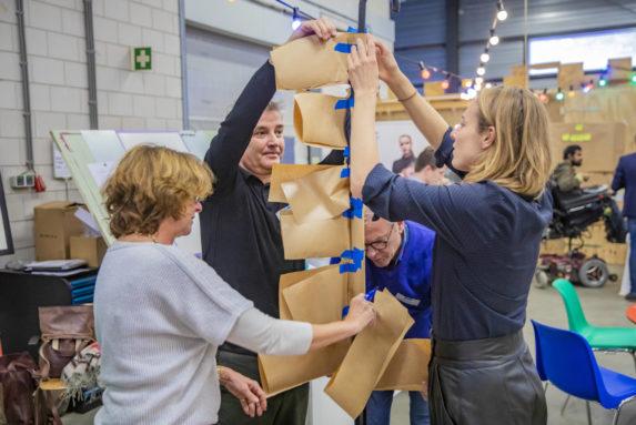 Mensen maken een prototype op Next Generation Day